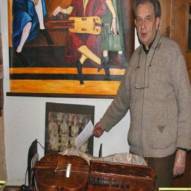Georges Rebière, créateur du musée Organistrum et vielles à roue du Périgord noir