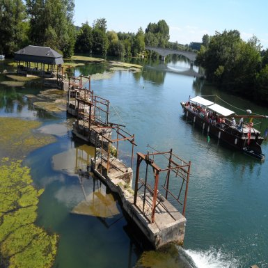 Essacs et gabarre - Cette digue située au coeur du site historique de moulins et pêcheries de Saint-Simeux présente aujourd